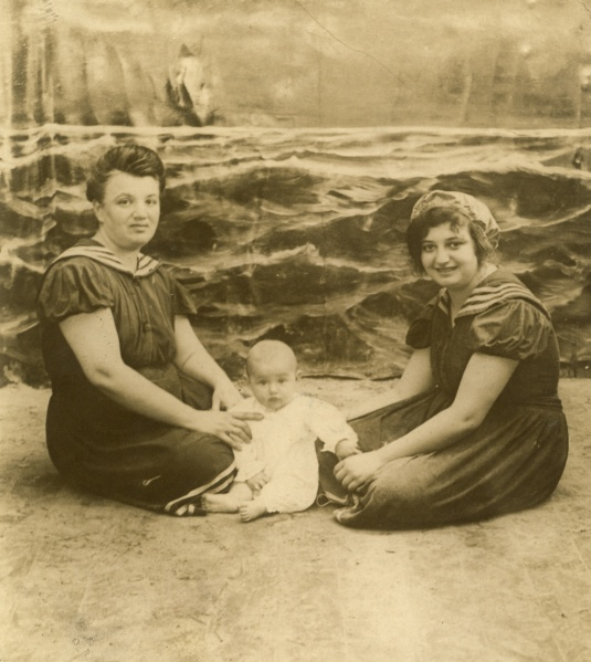 My great-great-grandmother Fanny Spielmann, with great-grand-aunts Hilda and baby Leonor.