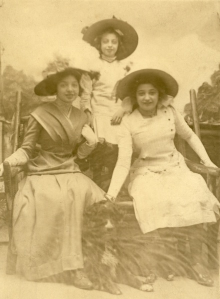Margaret, Hilda, and Lillian Spilemann, circa 1914.
