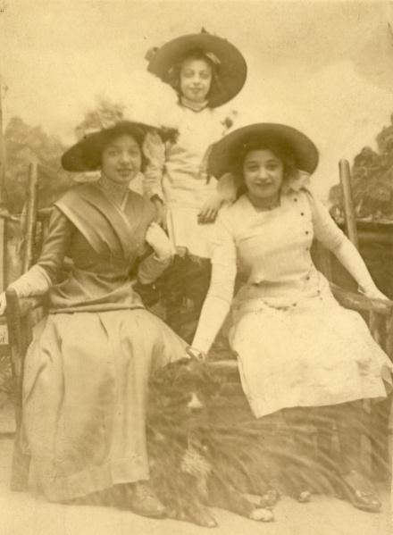 Margaret, Hilda, and Lillian Spilemann, circa 1914.