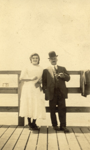 Date and photographer unknown, but based on Hilda's dress, I believe this to be her with LS on the hold up outing.