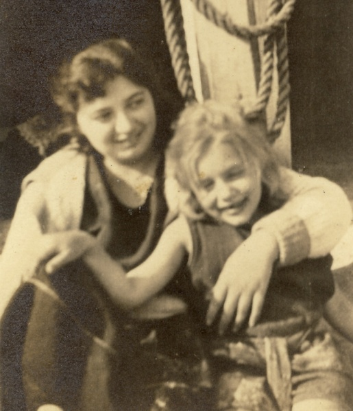 Leonor with her elder sister, great-grand-aunt Hilda. Date and photographer unknown.
