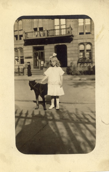"""Miss Maier mit Bosco, May 1913"""